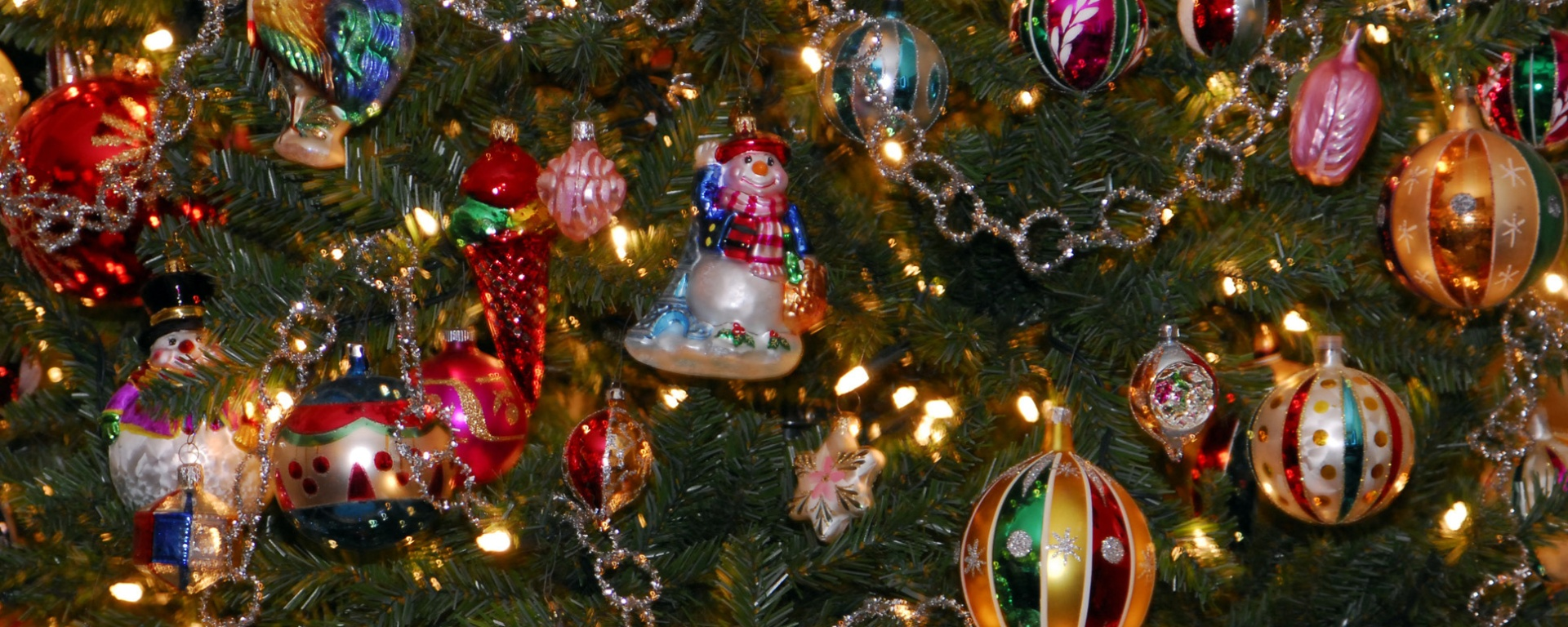 The History of Holiday Ornaments – The Heritage Herald
